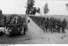 Photo Bueschel - Himmler looks at troops