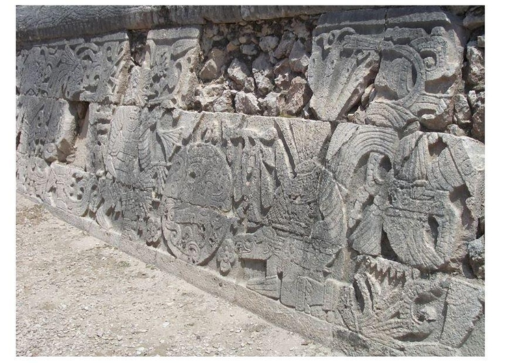 Photo Chichen Itza- carving on stadium wall