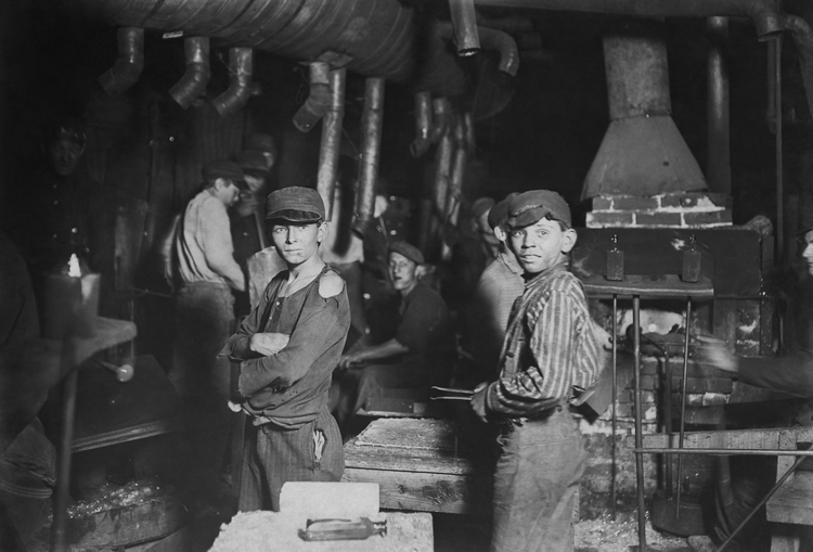 Photo Child Labour - Glass Blowing 1908
