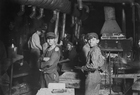 Photos Child Labour - Glass Blowing 1908