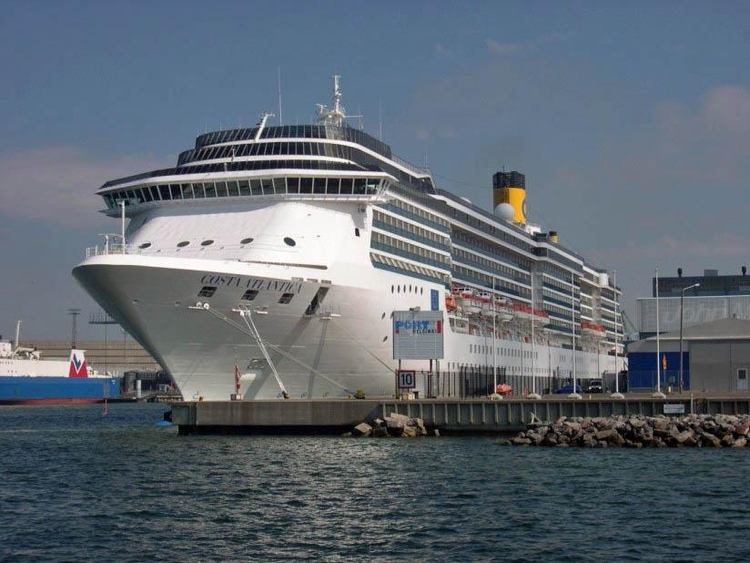 Photo cruise ship