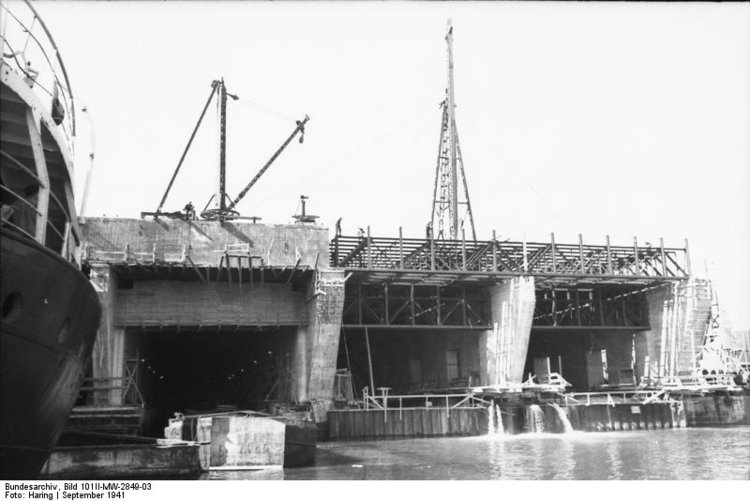 Photo France - Brest - construction of submarine bunker