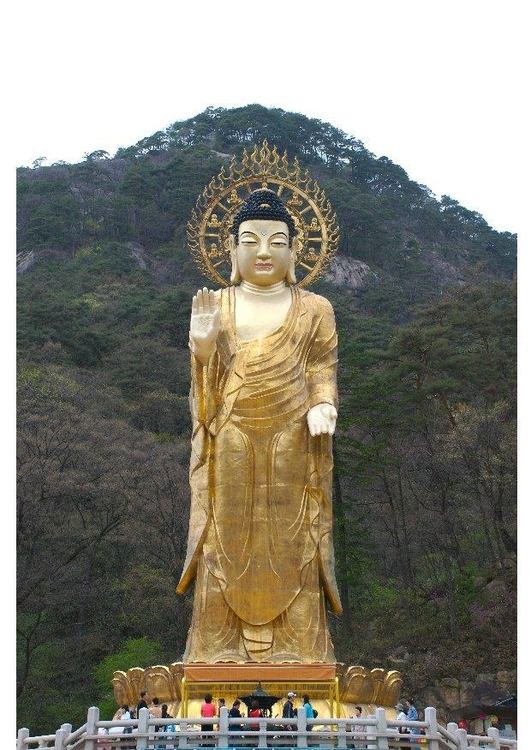 Photo Golden Maitreya statue