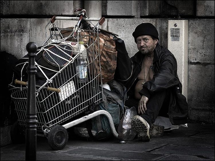 Photo homeless man in Paris