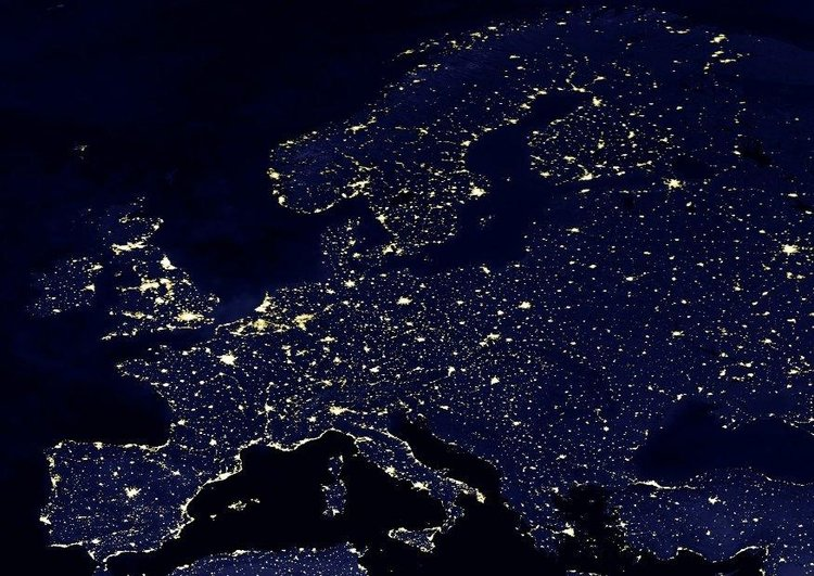 Photo night image urbanized Earth, Europe