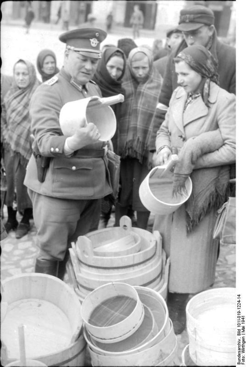Photo Poland - checking Jews (2)
