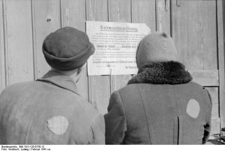 Photo Poland - Ziechnau - Jews in front of a notice