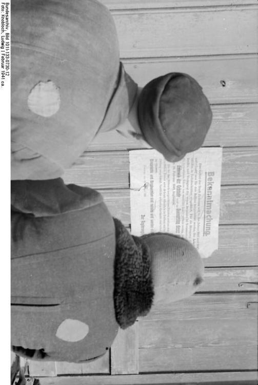 Poland - Ziechnau - Jews in front of a notice