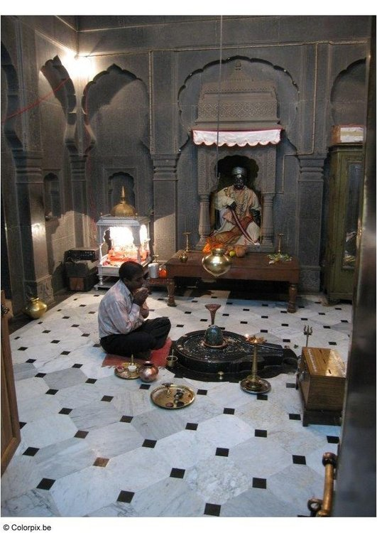 Photo praying in temple