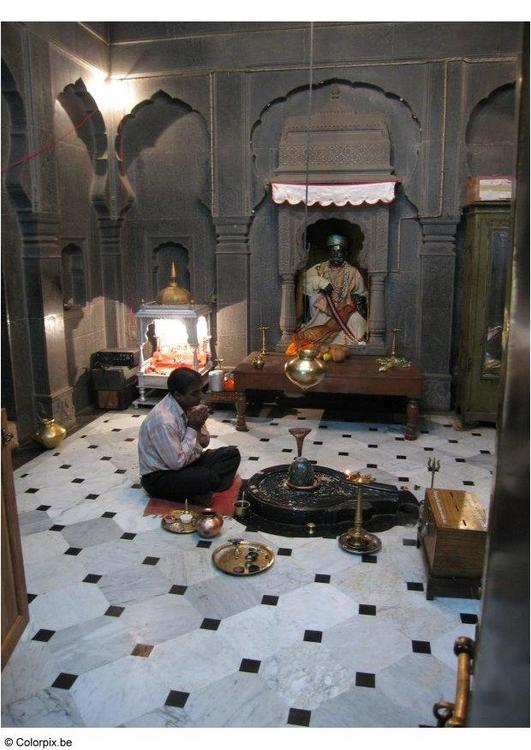 praying in temple
