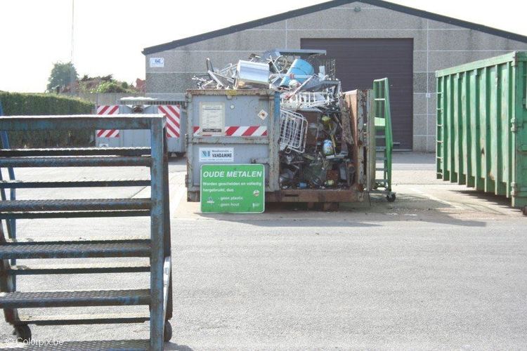 Photo recycling park