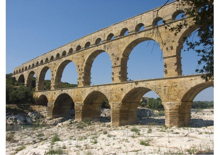 Photo roman aquaduct Nimes, France