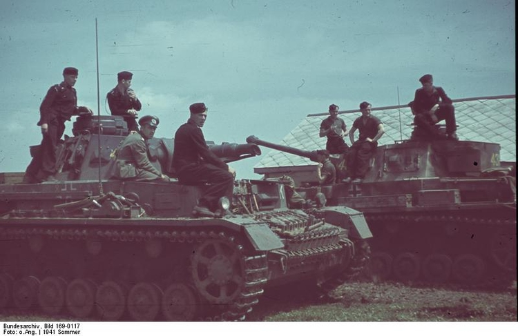 Photo Russia - Soldiers with tanks IV