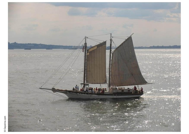 Photo sailing ship