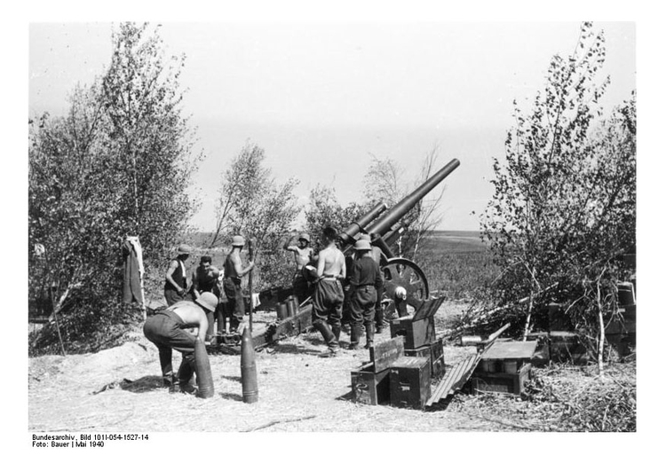 Photo Soldiers load cannons - France