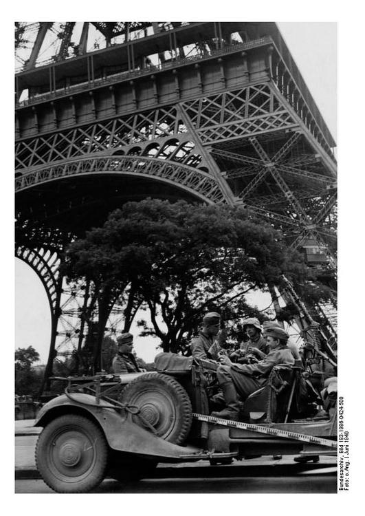 Soldiers under the Eiffel Tower