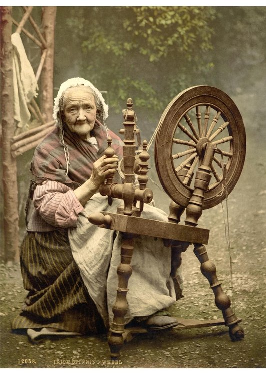 Photo spinning wheel