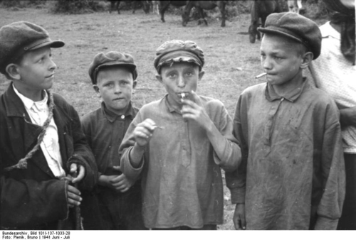Photo Russia - children smoking